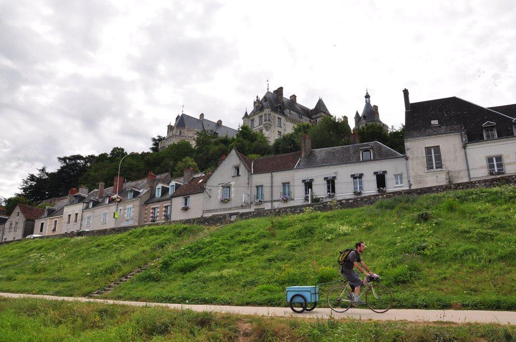Au pied du château de Chaumont, nous ne sommes pas seuls