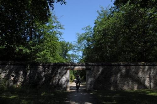 Passage sous la porte du parc de Chambord