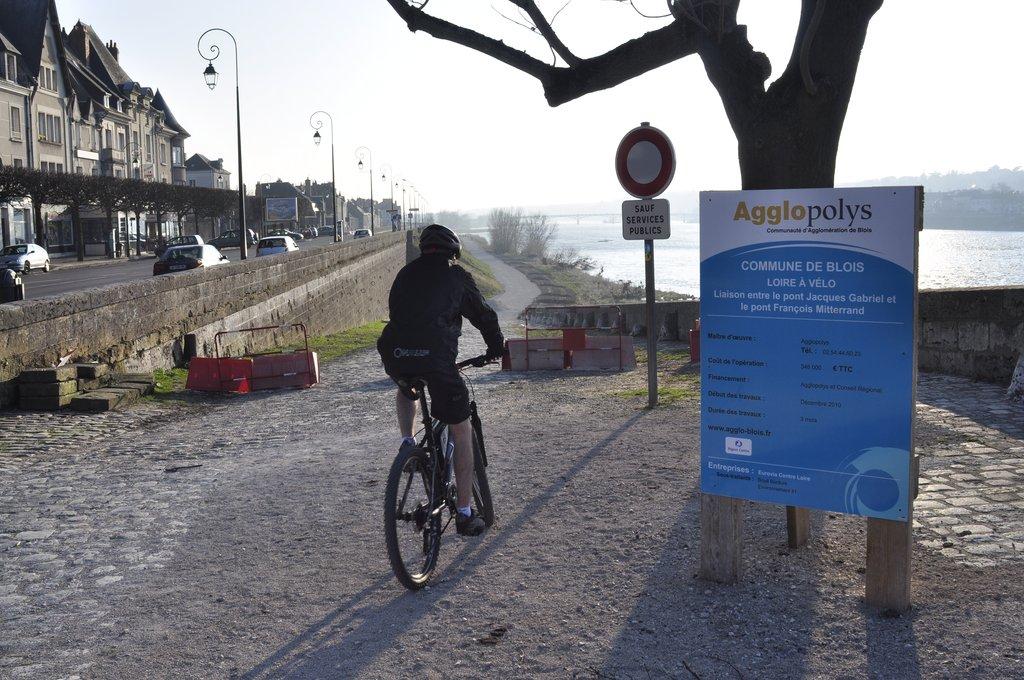 Nouvelle piste cyclable en travaux