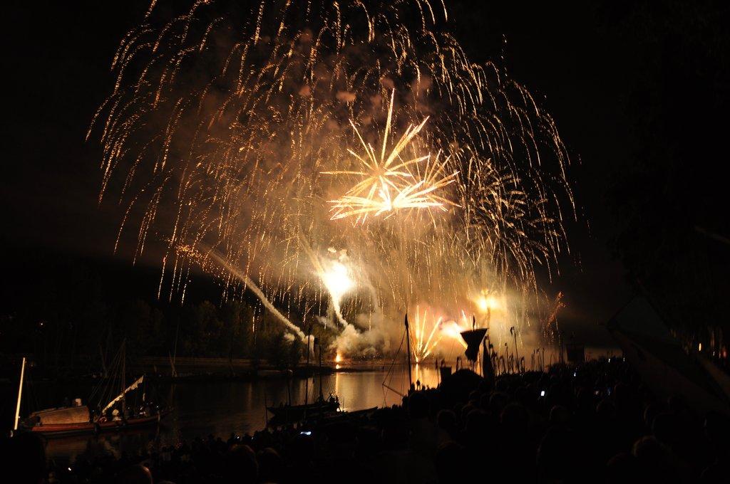 Festival de Loire 2011 : spectacle pyrotechnique sur la Loire