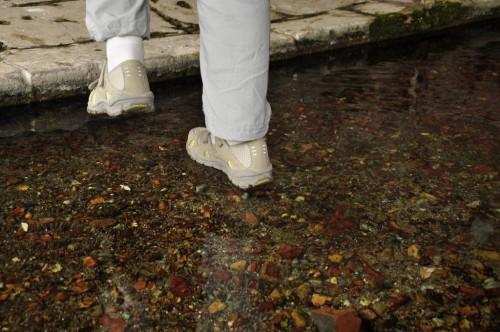 Minna marche sur l'eau !