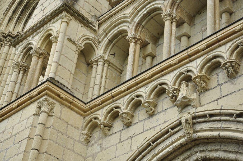 Détail de la façade de l'eglise de Candes-st-Martin