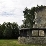 Moulin en ruines sur les hauteurs de Candes-st-Martin