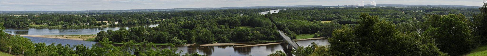 Panorama sur le confluent de la Loire et de la Vienne